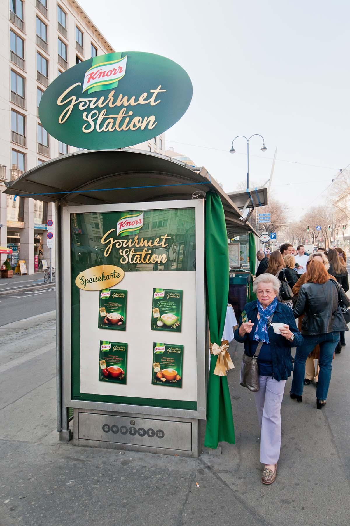 KNorr Gourmet Station Guerilla Marketing Division4 Wien Alex Zoubek